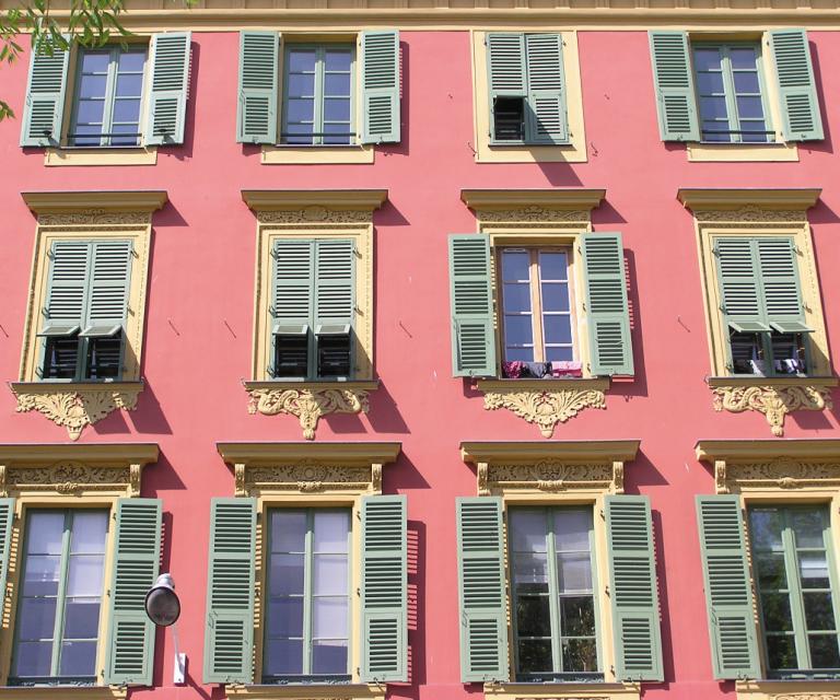 Nice façade port